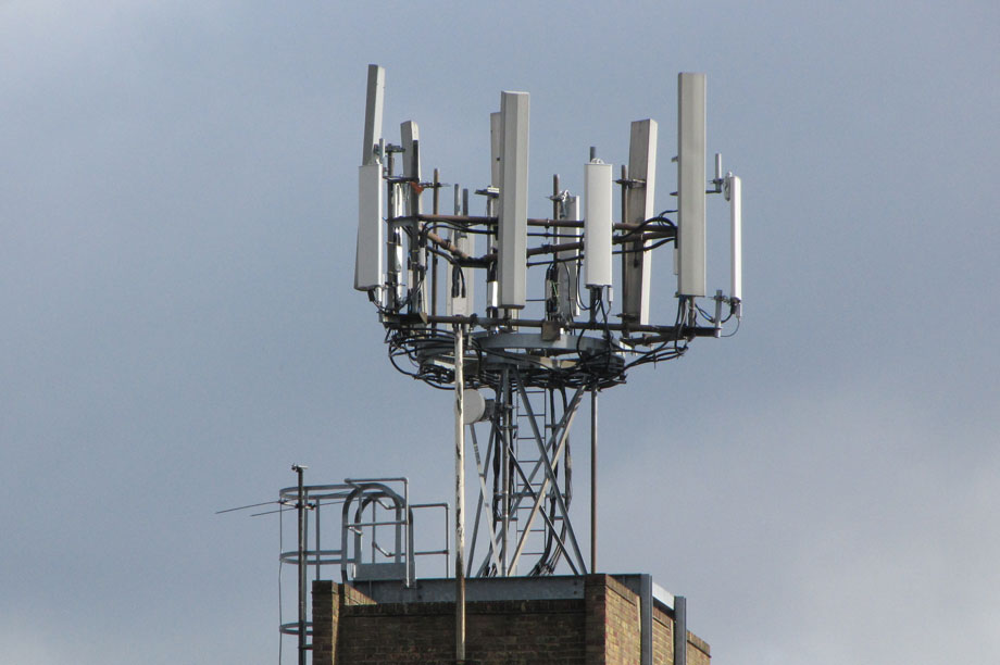 Telecoms infrastructure: report says that 5G roll-out could require potentially tens of thousands of new 'small cell' radio antennae