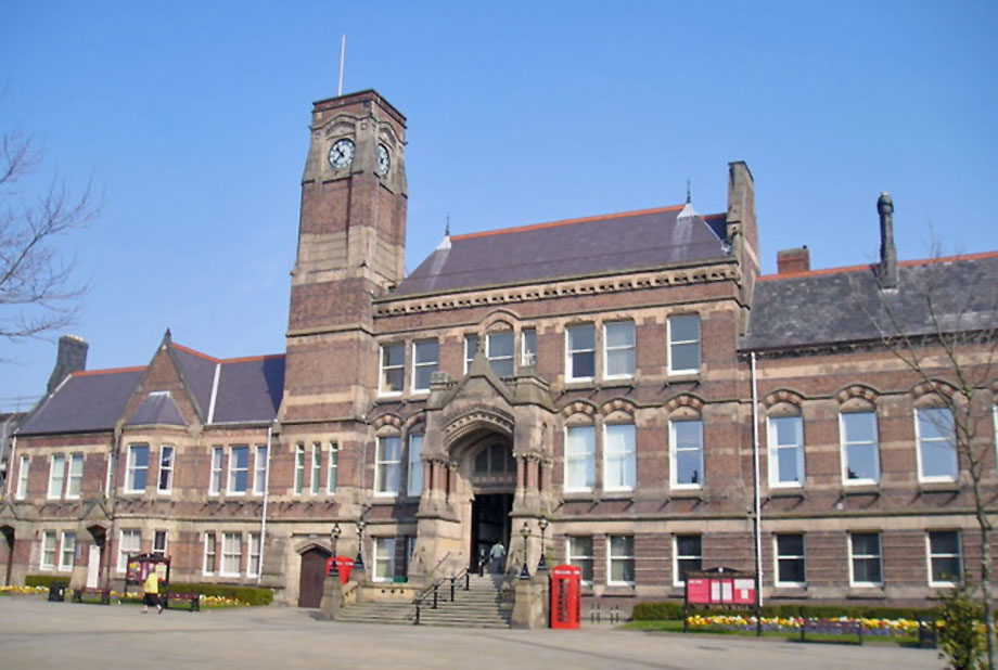 St Helens Council HQ. Image by Michael Heavey, Geograph.co.uk